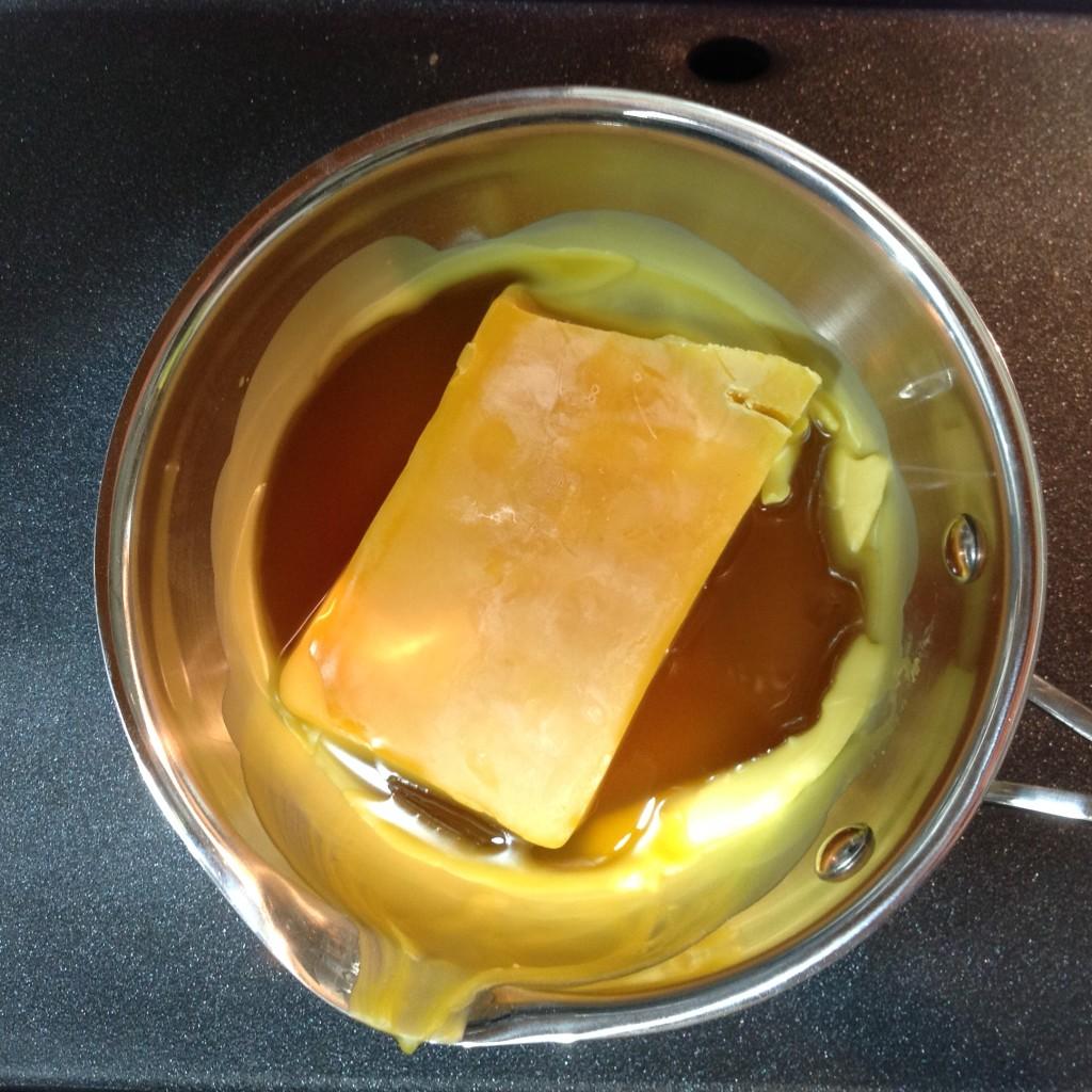 Melting beeswax: circle image!